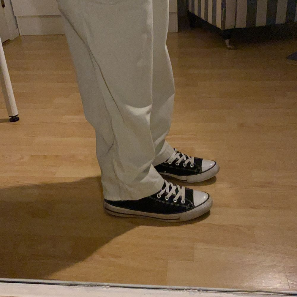 Beigea chinos byxor raka i modellen🤗. Jeans & Byxor.