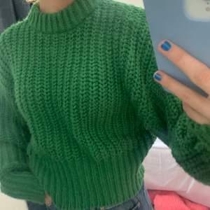 Jättefin klargrön grovstickad tröja från H&M, Använd 3 ggr, (köparen står för frakten)❤️