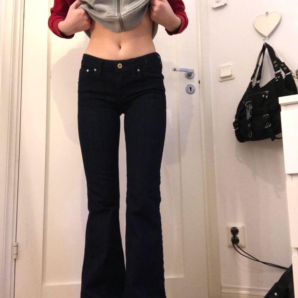 As snygga lågmidjade jeans från 00s. Jeans & Byxor.