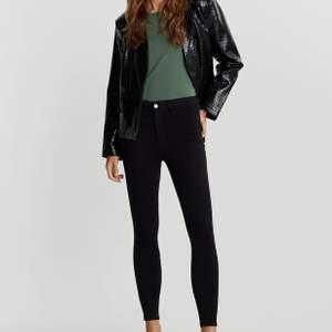 Säljer mina nya skinny jeans från Gina Tricot i stl S. 150 + frakt (pris kan diskuteras)