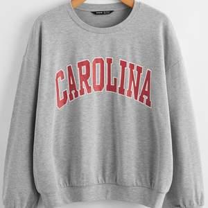 Säljer grå swetshirt med tryck !!