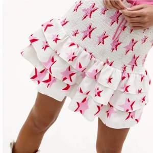 Säljer min fina oanvända loavies kjol!💗 Storleken är XS och prislappen finns kvar
