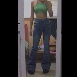 Säljer mina bootcut jeans jag köpte men dem inte var fina på mig storlek xs ,jätte fina medium tvätt färg, men jätte synd att jag inte kan ha dem, köpt för 349kr, säljer för 200kr + 48kr frakt
