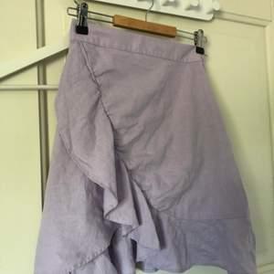 Säljer denna superfina kjol då den är för liten för mig❤️ köpt på bikbok❤️