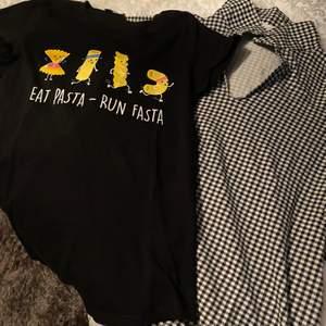 Två T-shirts! Jättefint skick, båda för 140 med frakten inräknad!