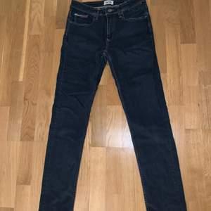 Hilfiger denim jeans i storlek 176 (30/30) slim fit. Skriv för mer bilder, buda på.