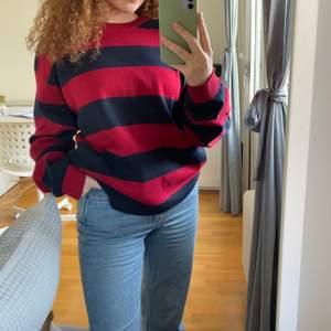 Stor och mysig tröja från redgreen. Storlek XL och är i mycket bra skick. Köparen står för frakt (+62kr). DM om ni har frågor!💗