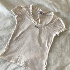 Sötaste babyrosa tröjan från japanska Ank Rough. Impoterad från Japan! ✨ Passar en XS-S. Med sött band som man kan knyta som en choker. I nyskick, använd en gång och mjukt material. 💗 Pris är ink. frakt!
