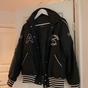 Baseball jacket från Beyond Retro köpt för ~600kr. Buda 💜