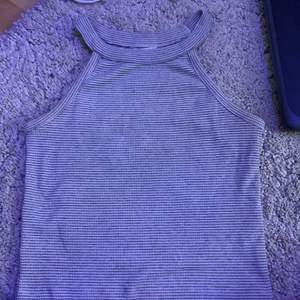 Ett randigt linne från Cubus i storlek Xs