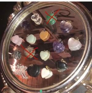 Säljer nu mina superfina berlocker i olika kristaller och ädelstenar!! Har fått de av min pappa som tidigare ägt ett smyckes företag☺️ Det är äkta kristaller och ädelstenar och är i fina skick!! Kontakta mig om du är intresserad, skulle vilja ha fler bilder eller bara har en fråga!!🥰💞 (frakt ligger på 12kr).