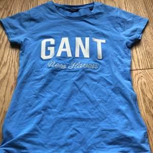 GANT t-shirt i storlek 158/164. Helt oanvänd.