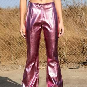 Metallic pants från Dollskill! HELT OANVÄNDA, endast prövade! Köpta från USA med tull, passa på! Önskar att jag kunde använda men är tyvärr för små :( passar XS/ liten S