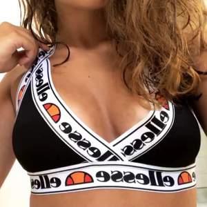 Bikini topp från ellesse 👙 🤍 Super snygg, men tyvärr lite för liten för mig. Köpare står för frakt 📦
