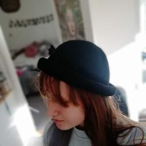 Min Charlie Choplin hatt! Verkligen så fin men har bara använt en gång!
