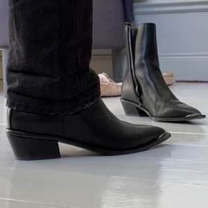 Så snygga boots. Endast använda 1 gång. Strl 39. Frakt : 66kr.