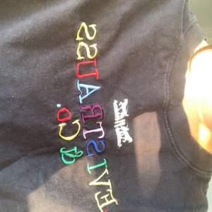 Cool Svart tröja köpt på beyond retro!