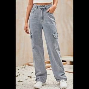Säljer ett par så fina jeans i xs. Det är en stor storlek så skulle säga att det också passar s. Bra skick eftersom det inte kommer till användning.