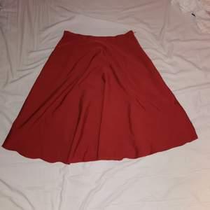superfin lowrise kjol som även kan bäras som högmidjad beroende på storlek! (36 som lowrise ca 40 som högmidjad)