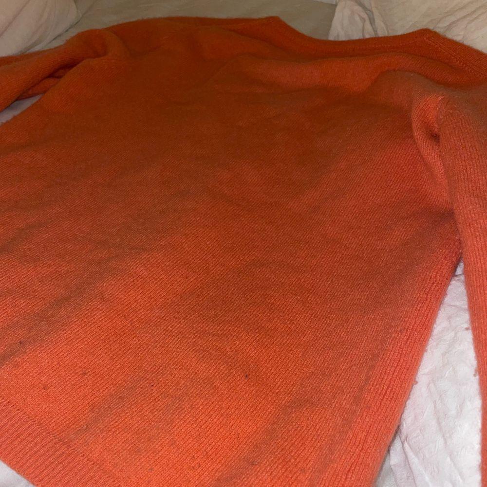 Så snygg Kashmir tröja som har varit min favorit länge men har så många tröjor å hellre vill ha pengar för den köpt för 2000kr❤️. Stickat.