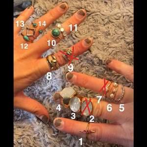 Ringar från olika märken, Gina, h&m, glitter, Åhléns och Ur&Penn. Varje ring har ett eget nummer, köp hur många du vill. 5-10kr styck! 💕💕 små i storlekarna XS/S