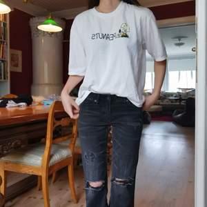 tshirt som ej koner till användning, jätteskön och gulligt tryck fram och bak. storlek xs/s beroende på passform