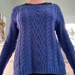 Denna fina tröja är från en sacond hand och det är okänt märke. Jätte fin! Mysig!