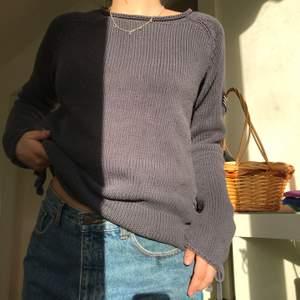 Säljer två stickade tröjor! En grå/ mörkblå och en rosa! 50 kronor för den mörkblåa, 40 för den rosa! Skriv vid intresse eller ifall du vill ha fler bilder💓