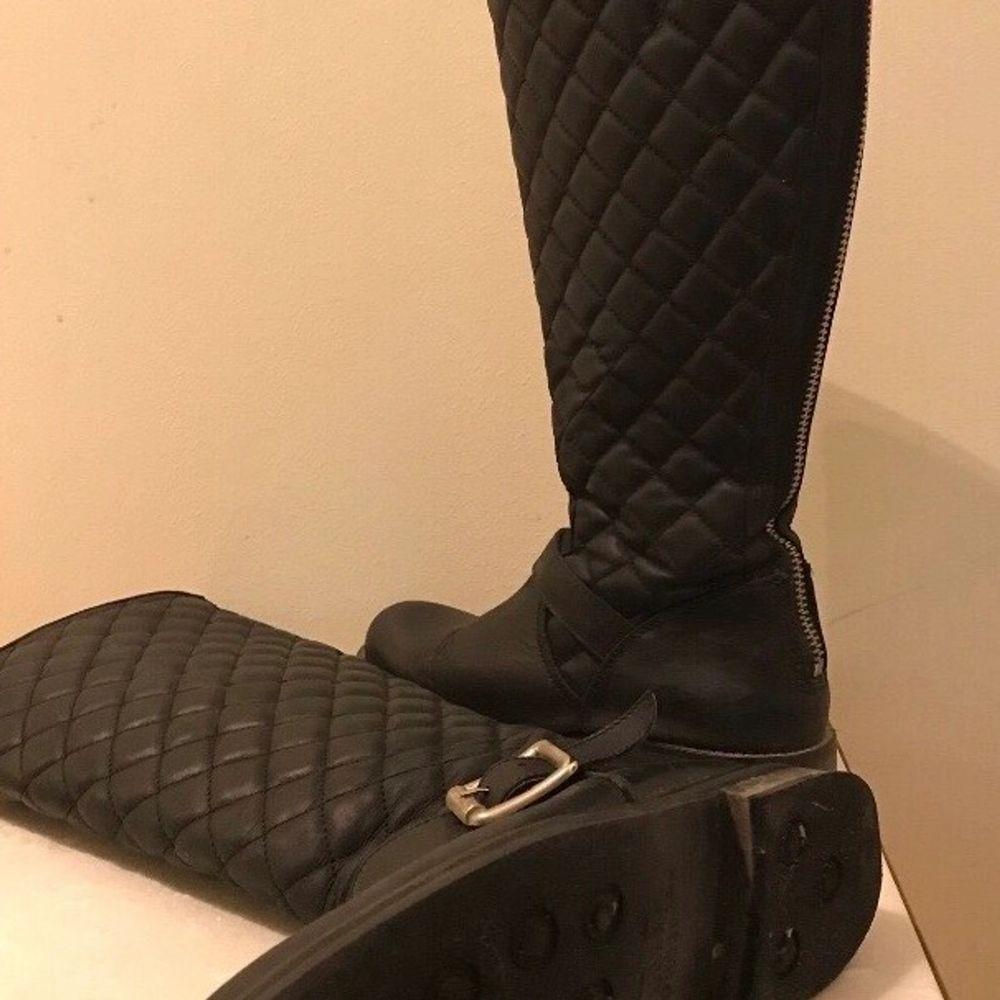 Buda minst 300kr. Nypris är 2500kr. Säljer pga jag inte använd läder längre.. Skor.