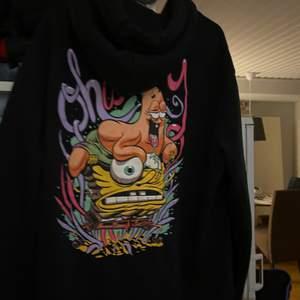 Fin hoodie som inte kommer till användning längre   63kr frakt tillkommer också