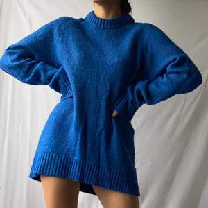 🌊 WONDERFUL BRIGHT ELECTRIC BLUE KNIT MEN'S JUMPER WITH ROUND NECK. COZY AND WARM  • SIZE - M / EU 38 • BRAND - H&M x ERDEM • MATERIAL -  MY MEASUREMENTS • Height 161cm / 5'3