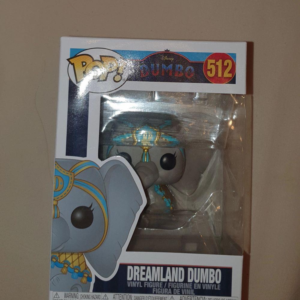 OÖPPNAD dreamland Dumbo. Själva figuren är ca 10-15 cm stor, (lite svårt att mäta den i kartongen) skickar eller möts i Karlskoga/Örebro/Hallsberg (SAMFRAKTAR GÄRNA!). Övrigt.