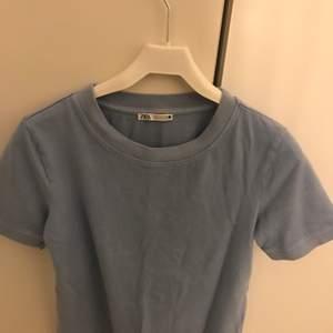 Blå t-shirt ifrån Zara i stolek M