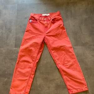Feta polar jeans i röd färg, dessa är knappast använda överhuvudtaget då jag inte riktigt gillade färgen i efterhand, tar Swish!