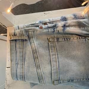 Ljusblåa skinny jeans från mango i storlek 36, använd 2 gånger