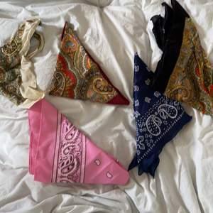 5 olika bandana i vit, rosa, röd, blå och svart. 10kr styck.