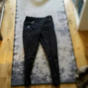 Svarta fin byxor jätte fina och sköna