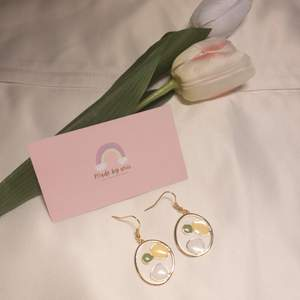 ✨ Shipped from Sweden ✨ Alloy Enamel Pendants, Minimalist , Light Gold, White  ✨ 304 stainless Steel ✨ light weight   Shipping by PostNord Sweden ✈️