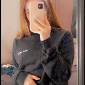 Snygg sweatshirt från NAKD🥰 (Det är spegeln som är smutsig inte tröjan)☺️