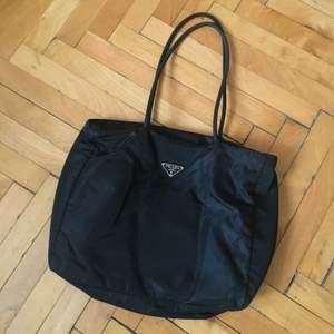 • 27 X 34 • Perfect condition. ( Zip button broken, but zip fully works. )
