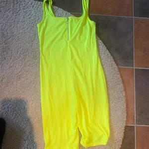 """En neon gul """"body"""" i strl M"""