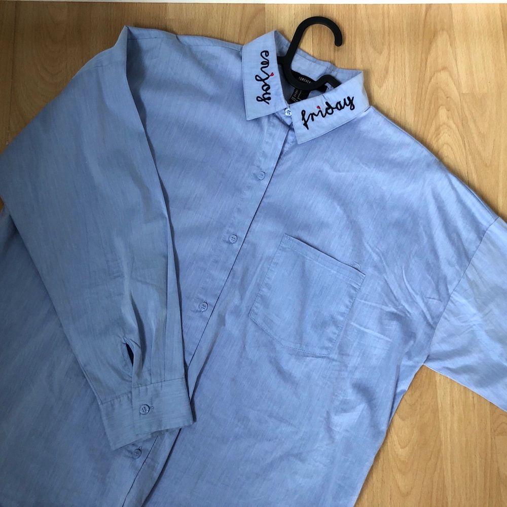 Shirt from Forever 21, oversize fit. Bought for 200kr. Brand new. . Skjortor.