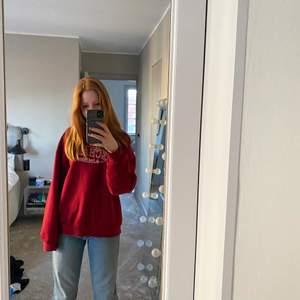 Superfin sweatshirt i röd! 200kr + 70kr för frakt 💕🙌🏽