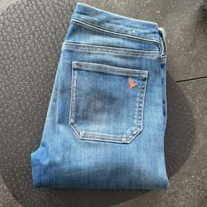 The breatless jean low rise skinny leg. Gott skick/nyskick, sparsamt använda. Nypris: 2000kr. Storlek 24, motsvarar XS