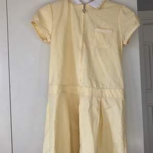 Kawaii klänning, rätt liten i storleken, säljer då den är för liten på mig. Jättegullig och fin, bra kvalité