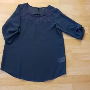 Oanvänd fin blus i storlek L, aldrig använd