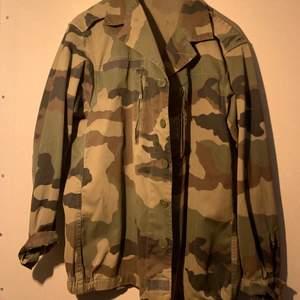 Camouflage jacka perfekt till våren!!☀️☀️ FRI FRAKT!!