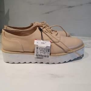 Snygga skor från Zara oanvända. Nypris 399:-