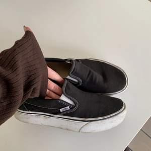 Säljer dessa skor för får knappt användning för dessa längre! Riktigt sköna skor och bra skor !! Använda e dom men de e inte så mycket