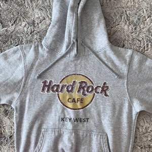 Snygg hoodie, 200kr frakten ingår. Storlek M.